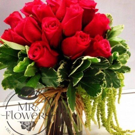 Arreglos floral con 18 rosas y Amaranto