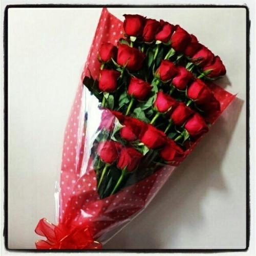 Ramo Con 24 Rosas Rojas A Domicilio Florería By Mr Flowers