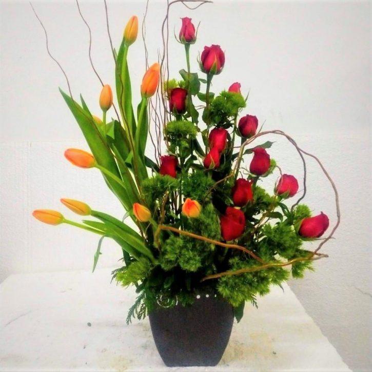 Arreglo con 12 Rosas y 10 Tulipanes