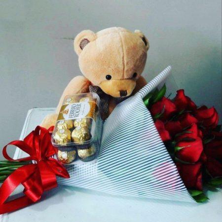 oso, chocolates y rosas