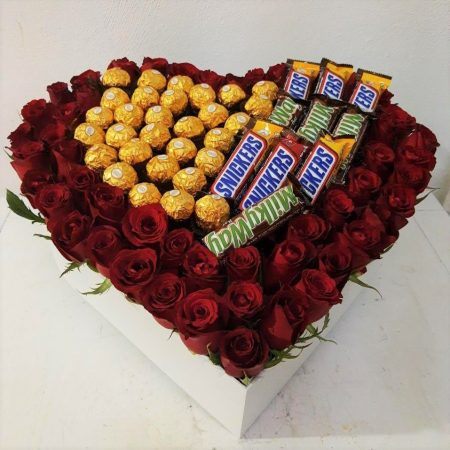 Corazón con Rosas y Chocolates