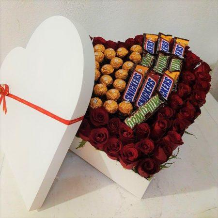 Corazón con Rosas y Chocolates con Tapa